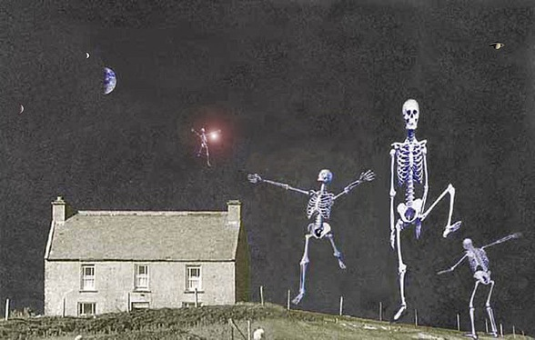 800px-HouseAndDancingSkeletons3