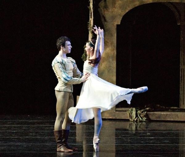 """Romeo & Juliet"" with Cincinnati Ballet - Adiarys Almeida and Joseph Gatti  ©Rene Micheo"