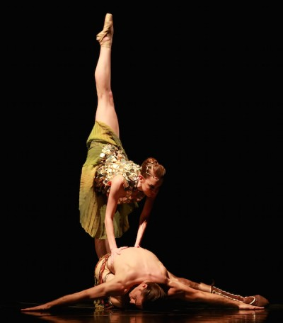 Zodiac, Choreography: Stanton Welch; Dancers: Natalie Varnum and Ian Casady as Pisces; Photo by Amitava Sarkar