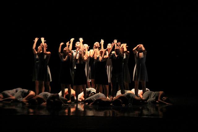 """Contemporary dance"" by Gabriel Saldana. Licensed under CC Attribution-ShareAlike 2.0 Generic."